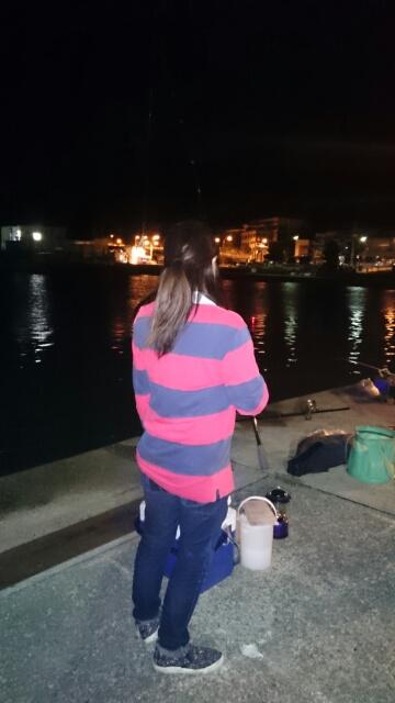 新和歌浦で夜釣り中の妻