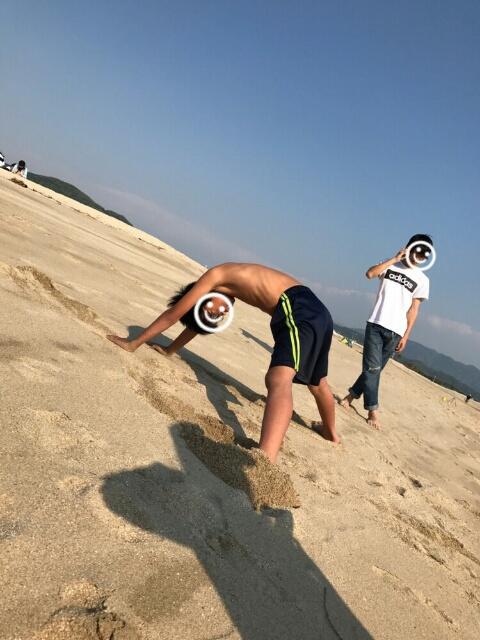 片男波・砂遊び